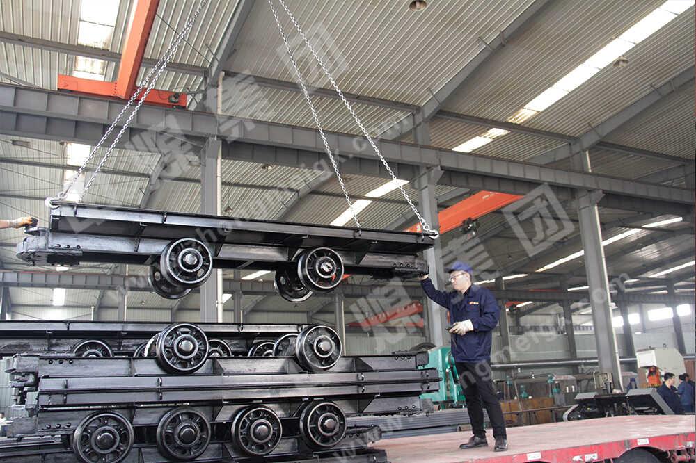 中煤集团一批平板车、回柱绞车及铁路配件出口马来西亚